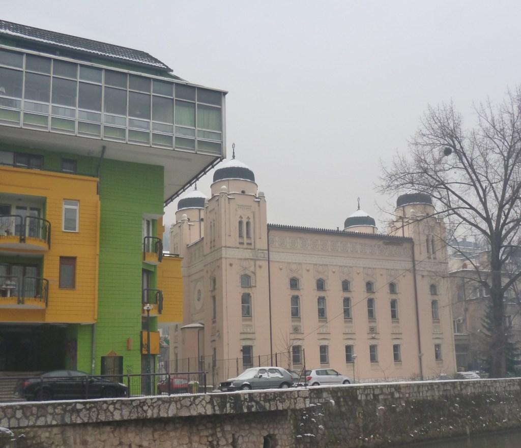 Папагайка и синагога. Фото: Елена Арсениевич, CC BY-SA 3.0