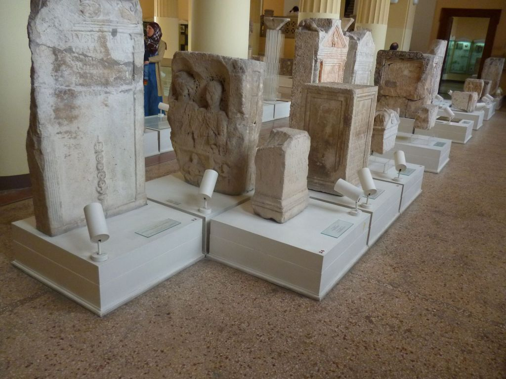 Древнеримские надгробные памятники. Фото: Елена Арсениевич, CC BY-SA 3.0