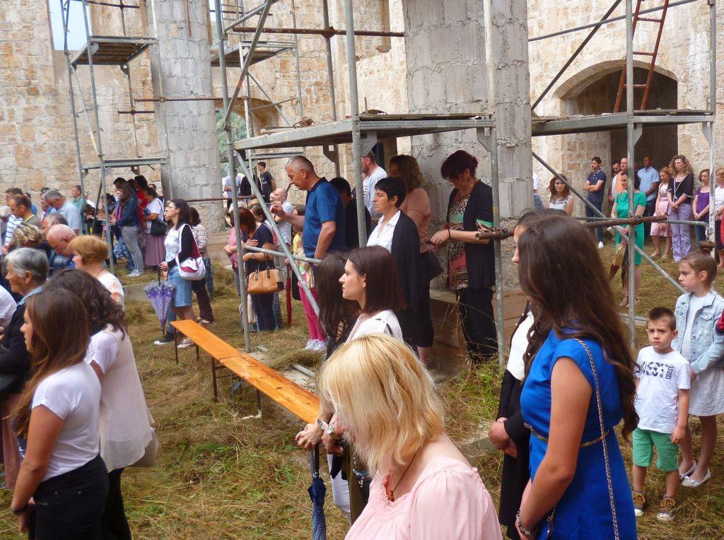 Прихожане на литургии. Фото: Елена Арсениевич, CC BY-SA 3.0