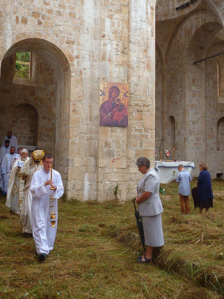 Выносят святые дары. Фото: Елена Арсениевич, CC BY-SA 3.0