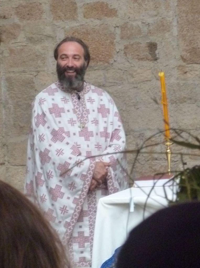 Священник из другого прихода, приглашённый на праздничную литургию. Фото: Елена Арсениевич, CC BY-SA 3.0