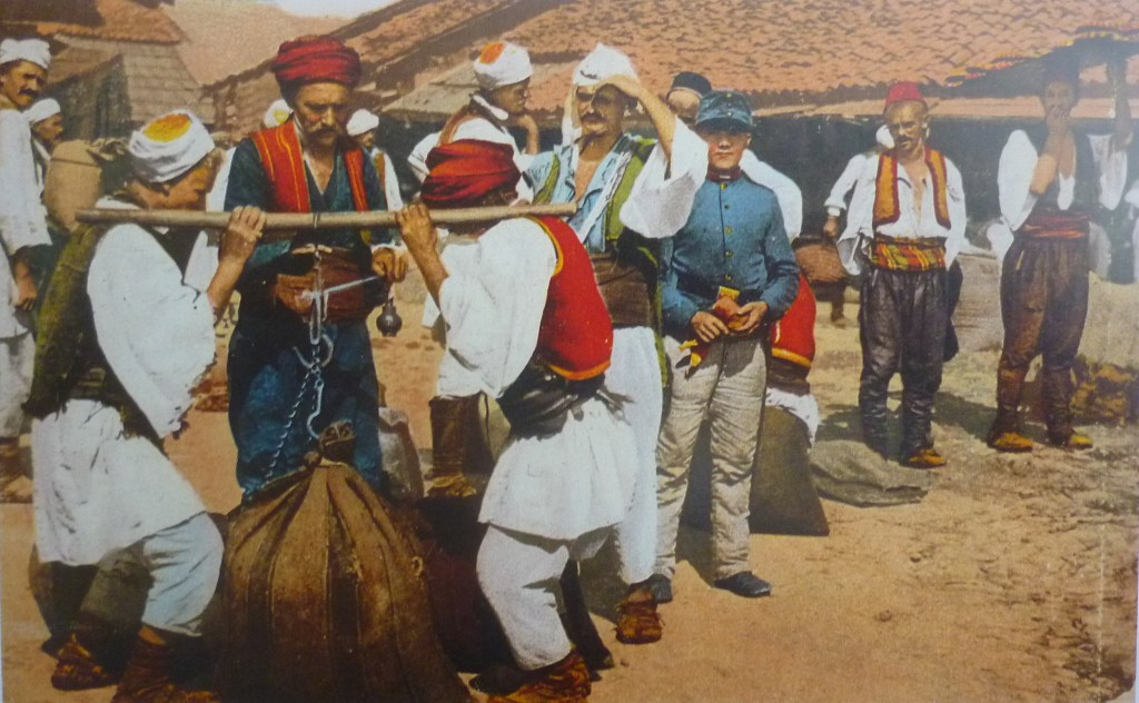 Взвешивание. Автор фото неизвестен, public domain