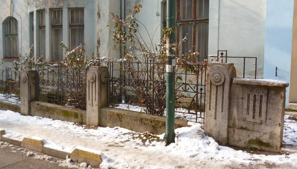 Сецессионная ограда у виллы Гермины Радиш. Фото: Елена Арсениевич, CC BY-SA 3.0