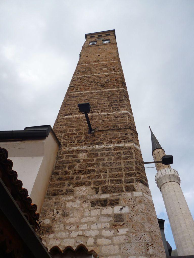 Часовая башня и минарет мечети Гази Хусрев-бега. Фото: Елена Арсениевич, CC BY-SA 3.0