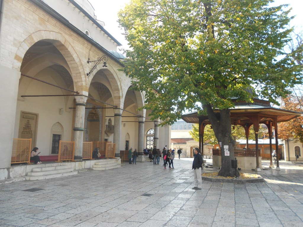 Двор Беговой мечети. Фото: Елена Арсениевич, CC BY-SA 3.0