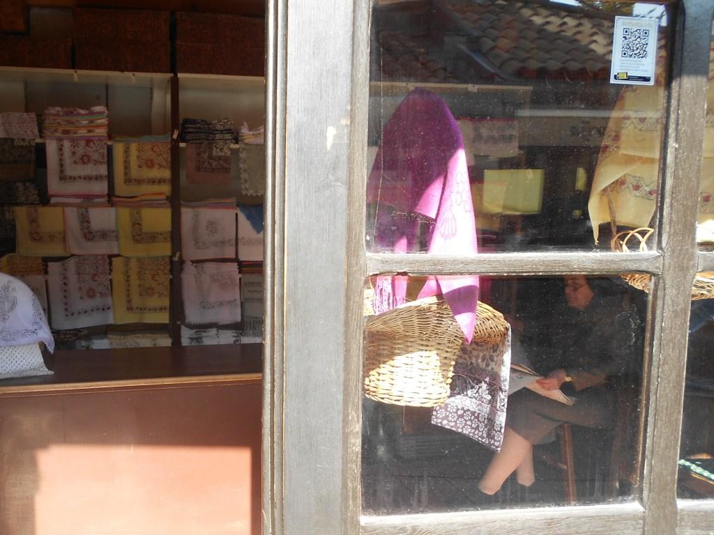 Лавки шамиджии, который делает платки. Фото: Елена Арсениевич, CC BY-SA 3.0