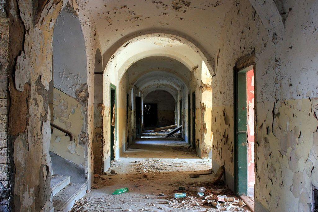 Казарменный коридор. Фото: Julian Nyča, CC-BY-SA-3.0