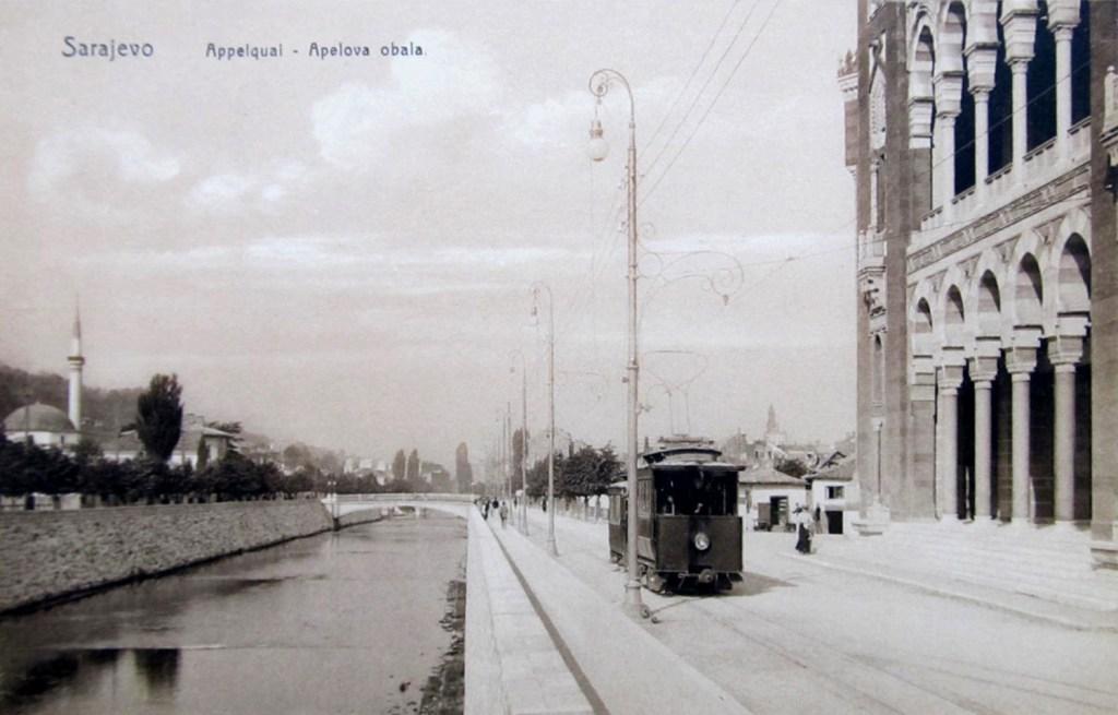 Электрический травмай в Сараево на открытке 1900 года. J. Studnička & Co., Sarajevo, Public Domain