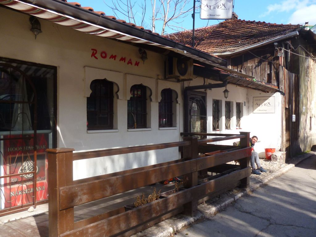 Кафе на улице Табаци. Фото: Елена Арсениевич, CC BY-SA 3.0