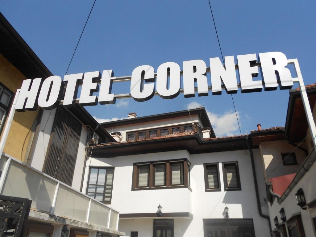 Отель на углу. Так и называется. Фото: Елена Арсениевич, CC BY-SA 3.0