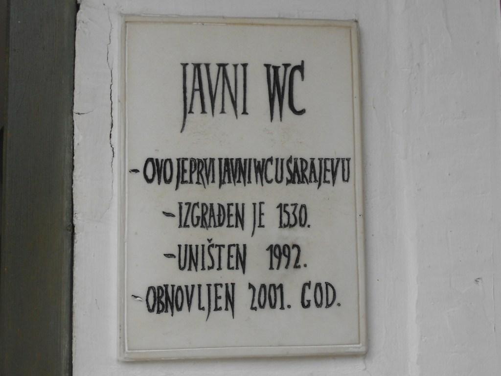 Табличка у входа. Фото: Елена Арсениевич, CC BY-SA 3.0