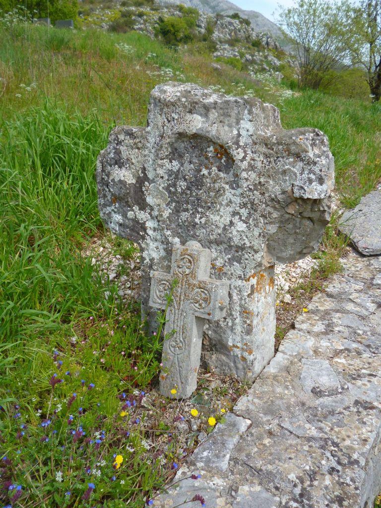 Старинные кресты. Фото: Елена Арсениевич, CC BY-SA 3.0