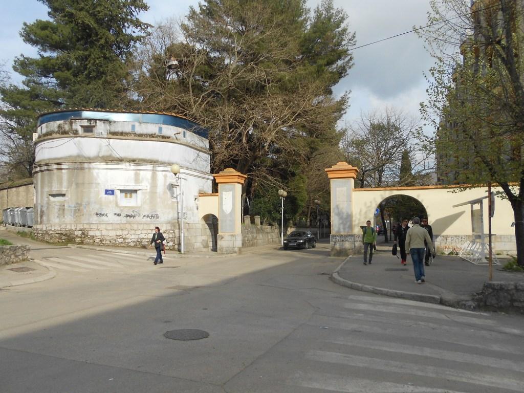 Дубровничские ворота и бастион для их охраны. Фото: Елена Арсениевич, CC BY-SA 3.0