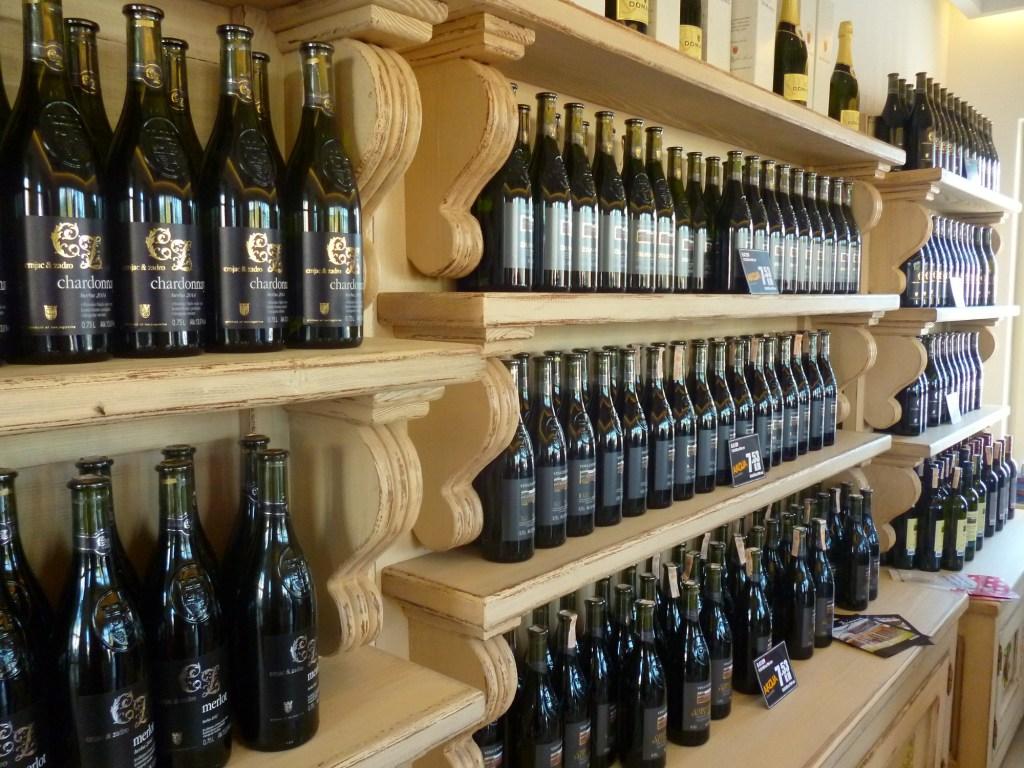 Магазинчик при винодельне. Фото: Елена Арсениевич, CC BY-SA 3.0