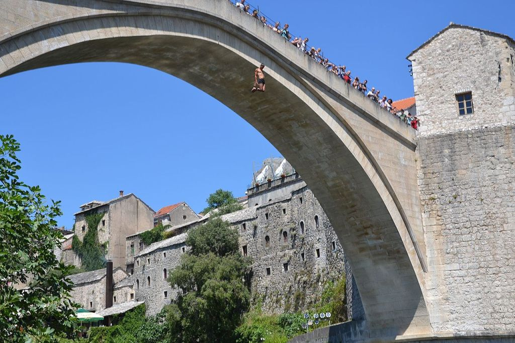Прыжок с моста. Фото: Szodorai Imre, CC-BY-3.0