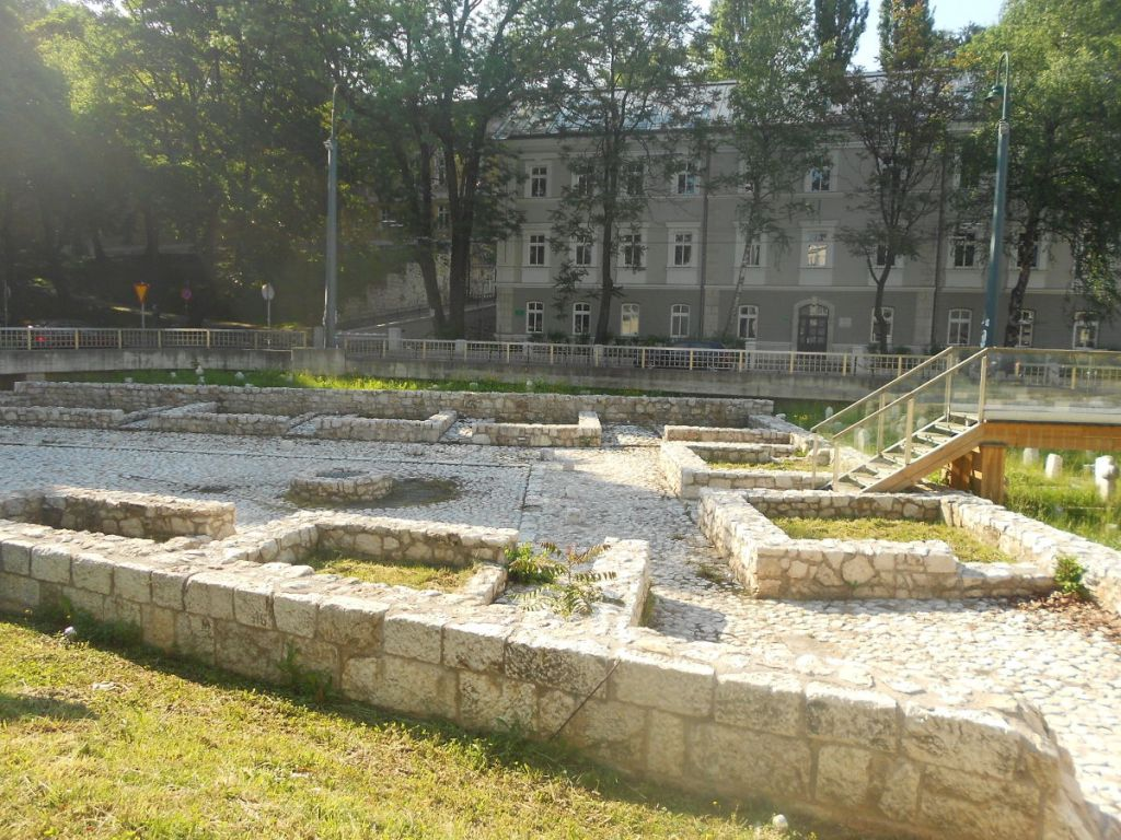 Археологический парк на Ат-мейдане (остатки медресе, мектеба и библиотеки). Фото: Елена Арсениевич, CC BY-SA 3.0