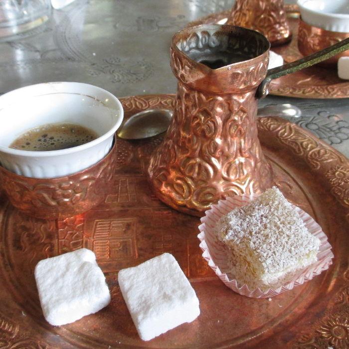 Кофе и рахат-лукум. Фото: Елена Арсениевич, CC BY-SA 3.0