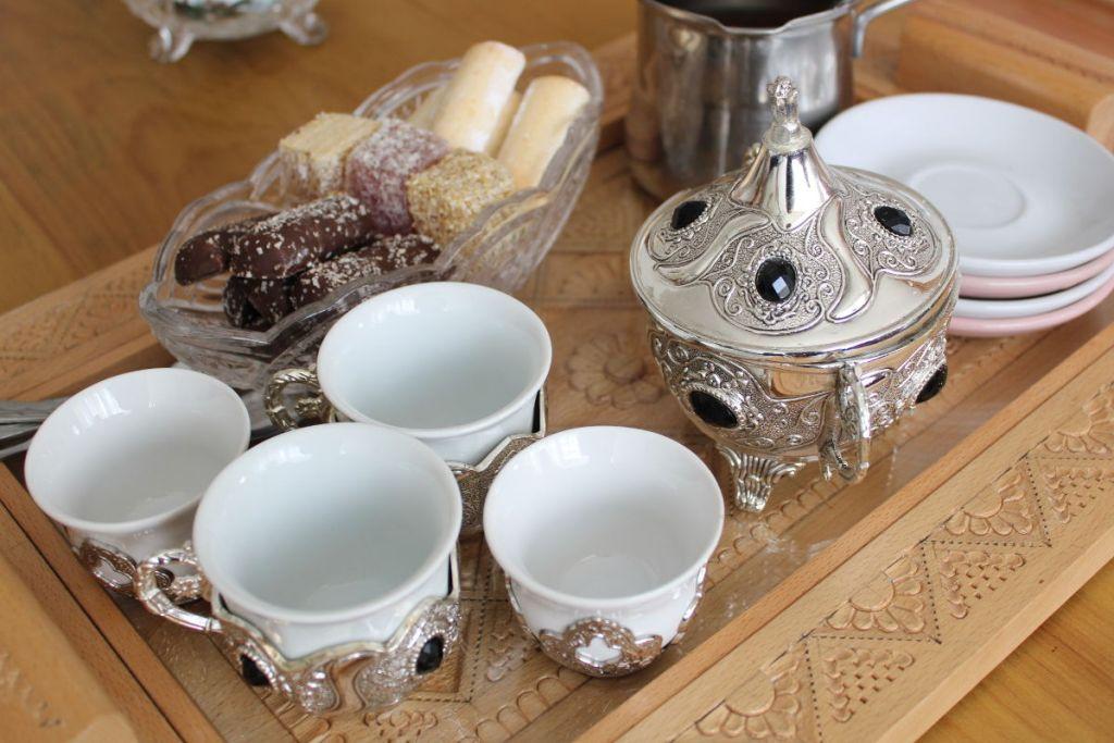 Обязательный кофе для гостей. Фото: Елена Арсениевич, CC BY-SA 3.0