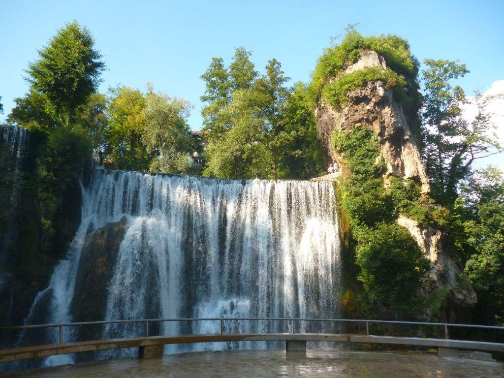 Вид на водопад с нижней смотровой площадки. Фото: Елена Арсениевич, CC BY-SA 3.0