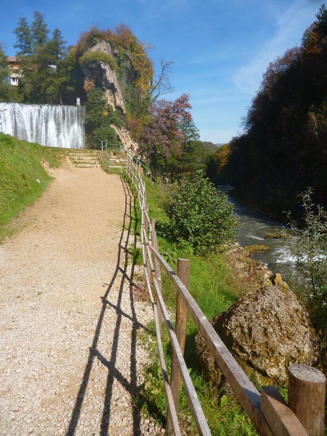 Тропинка к водопаду. Фото: Елена Арсениевич, CC BY-SA 3.0