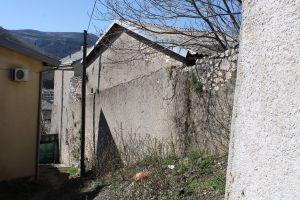 Остатки крепостной стены на улице Брача Балача. Фото: Елена Арсениевич, CC BY-SA 3.0