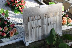 Даты смерти на всех могилах 1992-93 годы. Фото: Елена Арсениевич, CC BY-SA 3.0