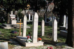 Кресты среди мусульманских могил. Фото: Елена Арсениевич, CC BY-SA 3.0