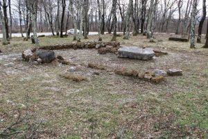 Раскопанные в 2014 году остатки небольшой церкви. Фото: Елена Арсениевич, CC BY-SA 3.0