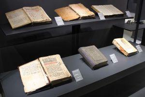 Шесть старинных книг монастыря Житомислич. Фото: Елена Арсениевич, CC BY-SA 3.0