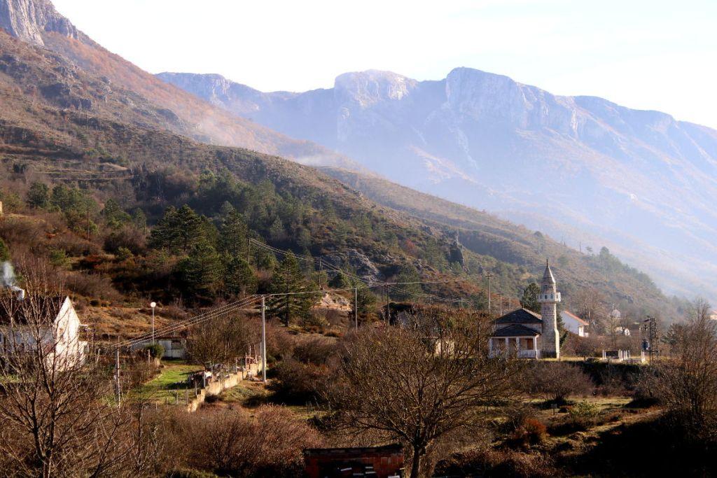 Село Жупа и его мечеть. Фото: Елена Арсениевич, CC BY-SA 3.0