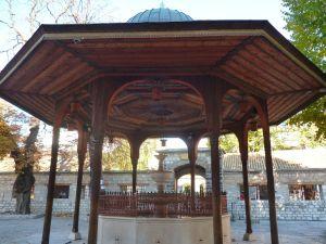 Шадрван во дворе Беговой мечети, Сараево. Фото: Елена Арсениевич, CC BY-SA 3.0