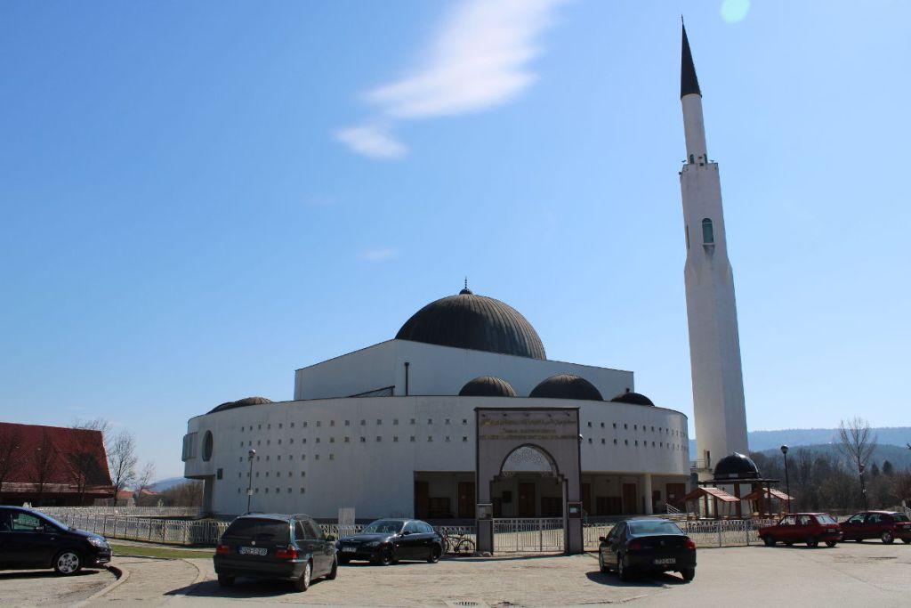 Просторный двор мечети. Фото: Елена Арсениевич, CC BY-SA 3.0
