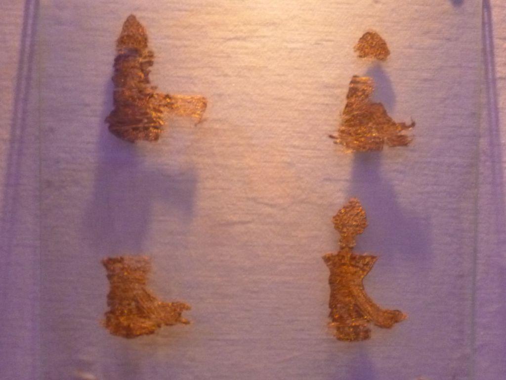 Сохранившиеся фрагменты вышивки на плаще короля Твртко I. Фото: Елена Арсениевич, CC BY-SA 3.0