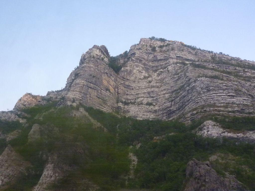 Слоёные горы. Фото: Елена Арсениевич, CC BY-SA 3.0
