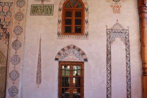 Росписи на фасаде. Фото: Елена Арсениевич, CC BY-SA 3.0