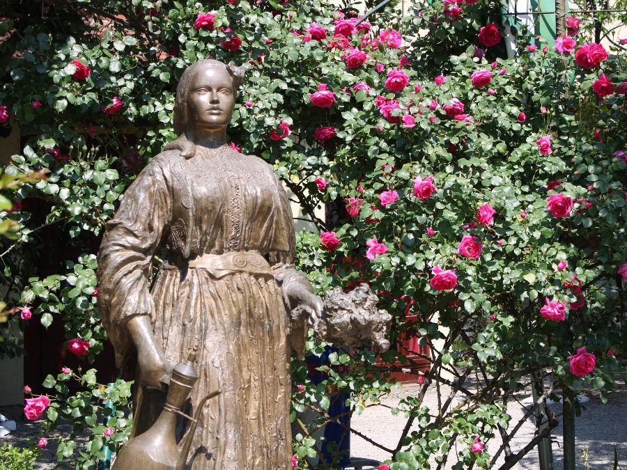 Памятник Эмине. Фото: Елена Арсениевич, CC BY-SA 3.0