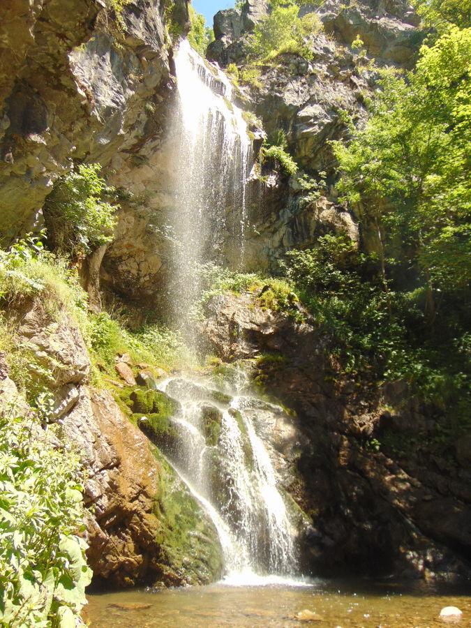 Ждримачский водопад и студёное озерцо. Фото: Елена Арсениевич, CC BY-SA 3.0