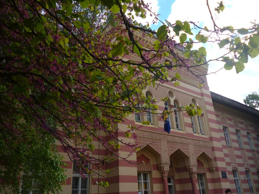 Когда-то здание суда, теперь гимназия. Фото: Елена Арсениевич, CC BY-SA 3.0