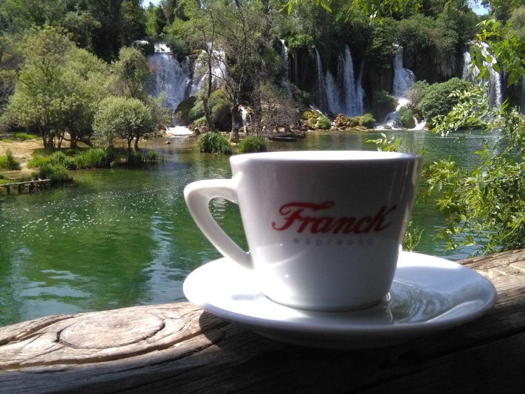 Кофе на водопаде Кравица. Фото: Елена Арсениевич, CC BY-SA 3.0
