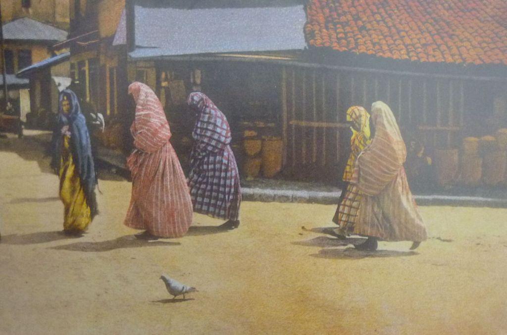 Женщины на Башчаршии. Автор фото неизвестен, public domain