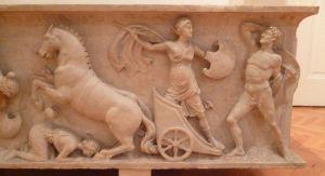 Рельеф на древнеримском саркофаге. Амазономахия. Фото: Елена Арсениевич, CC BY-SA 3.0