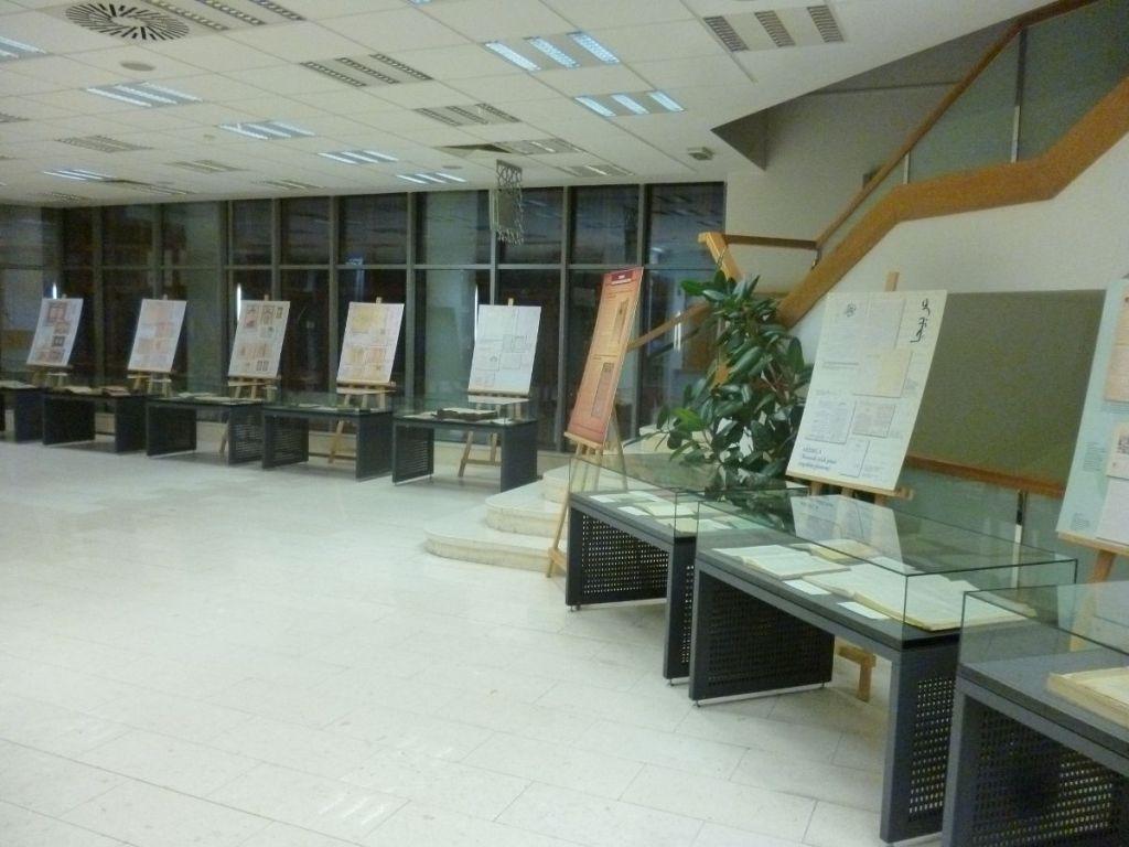 Экспозиция, рассказывающая о фондах библиотеки. Фото: Елена Арсениевич, CC BY-SA 3.0