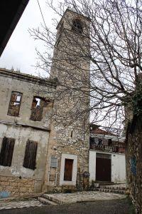 Вход в часовую башню низкий и узкий. Фото: Елена Арсениевич, CC BY-SA 3.0