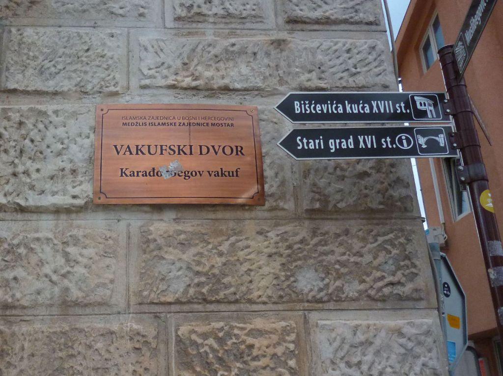 Вакуфский двор в Мостаре. Фото: Елена Арсениевич, CC BY-SA 3.0