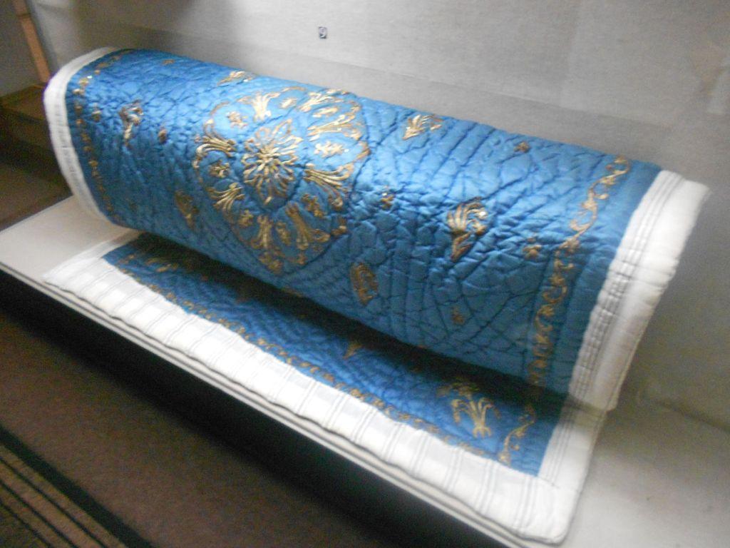 Вышитый йорган, одеяло, наполненное шерстью. Фото: Елена Арсениевич, CC BY-SA 3.0