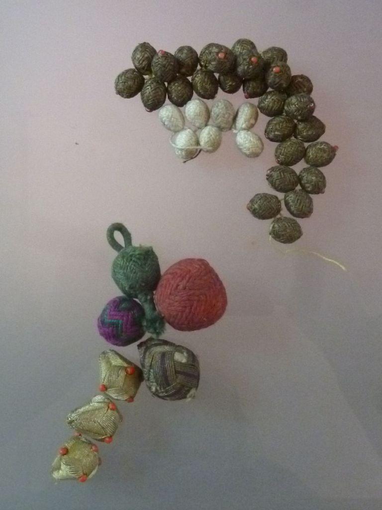 Пуговицы из нитей. Музей Бруса Безистан. Фото: Елена Арсениевич, CC BY-SA 3.0