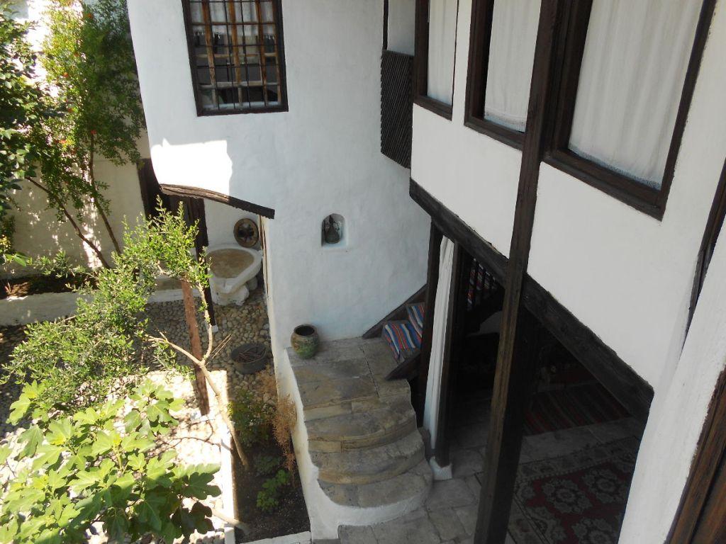 Вид со второго этажа. Фото: Елена Арсениевич, CC BY-SA 3.0