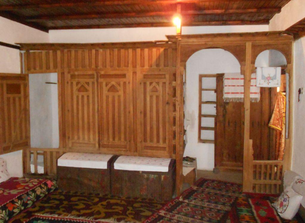 Слева - хамамджик. Дом Кайтаза в Мостаре. Фото: Елена Арсениевич, CC BY-SA 3.0