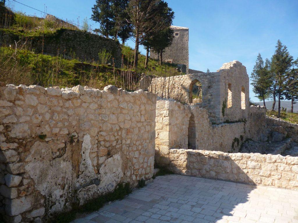 Нижняя крепость. Фото: Елена Арсениевич, CC BY-SA 3.0