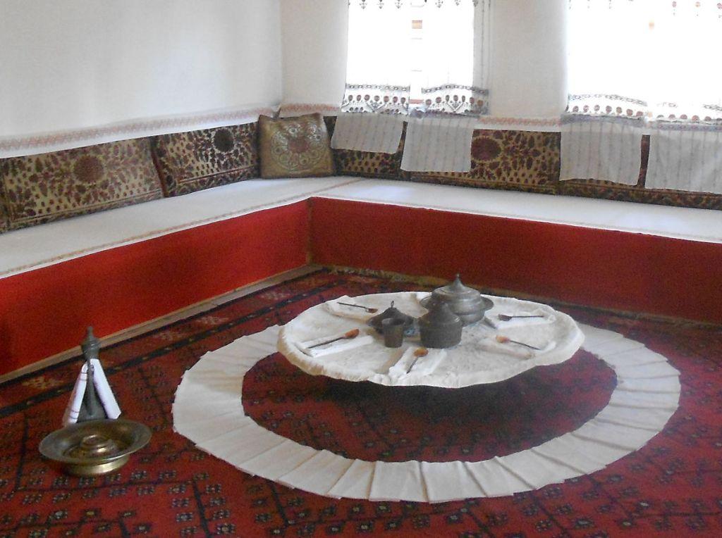 Сервированная демирлия. Дом Сврзо. Сараево. Фото: Елена Арсениевич, CC BY-SA 3.0